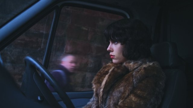under-the-skin-2013-001-scarlett-johansson-car-seat